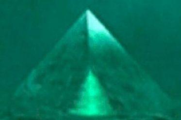 Bermuda Tam giác quỷ Phát hiện 2 kim tự tháp thủy tinh dưới biển